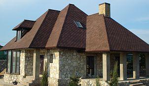 Крыша дома из битумной черепицы на объекте в Николаеве