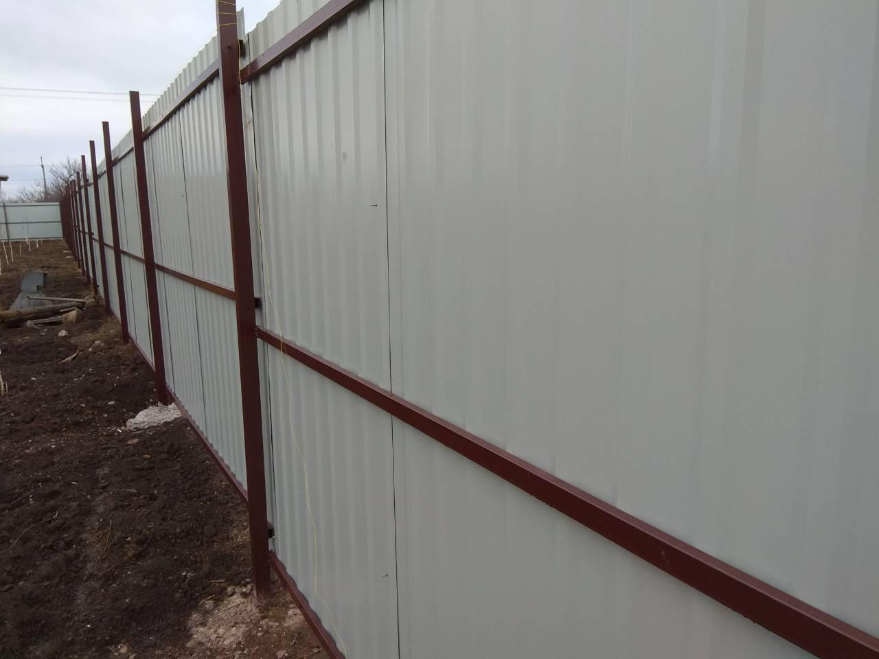 Готовый забор с внутренней стороны